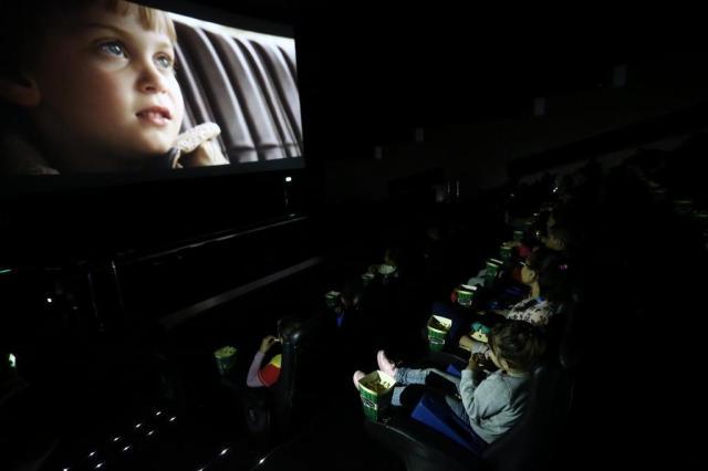 Sessão gratuita de cinema diverte centenas de crianças na Capital Carlos Macedo/Agencia RBS