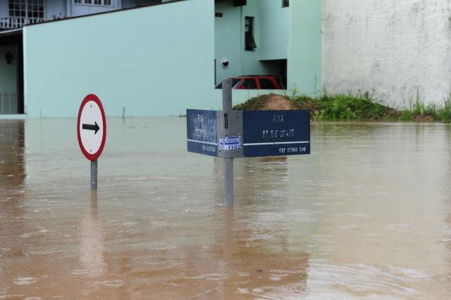 Nível dos rios sobe e 253 famílias são obrigadas a deixar as suas casas Ronaldo Bernardi/Agencia RBS