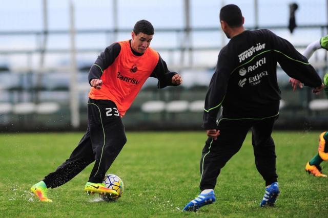 Juventude encerra preparação para encarar o Atlético-MG com rachão no gramado encharcado do CT Porthus Junior/Agencia RBS