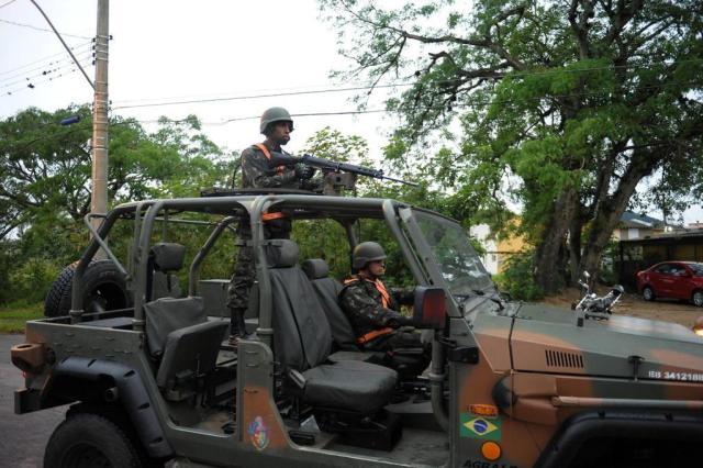 Ação conjunta entre o Exército e a Brigada resulta em dois flagrantes na zona sul de Porto Alegre Luiz Armando Vaz/Agencia RBS
