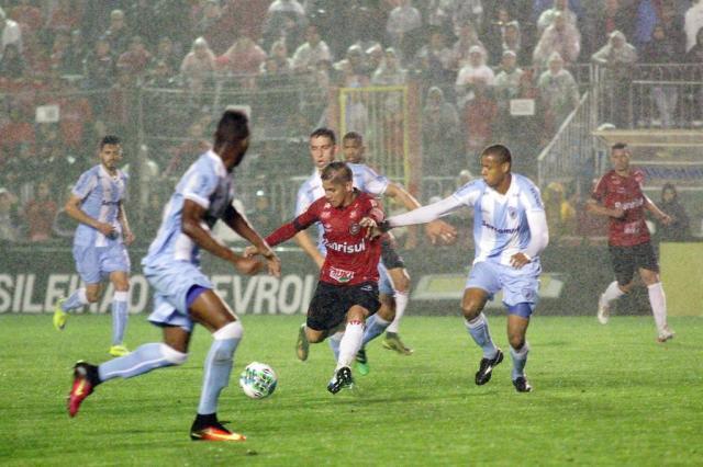 Brasil-Pel perde em casa para o Londrina e fica mais longe do G-4 Carlos Insaurriaga/Brasil-Pel,Divulgação