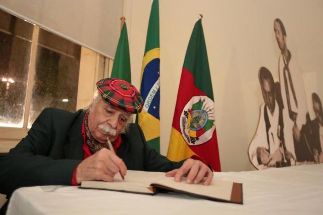 Com depoimento de Paixão Côrtes na abertura, exposição celebra os 50 anos de história do MTG André Ávila/Agencia RBS