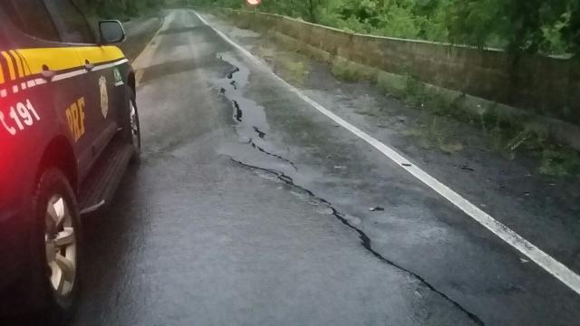 Seis rodovias têm pontos de bloqueio no RS devido a chuva Divulgação / Polícia Rodoviária Federal/Polícia Rodoviária Federal