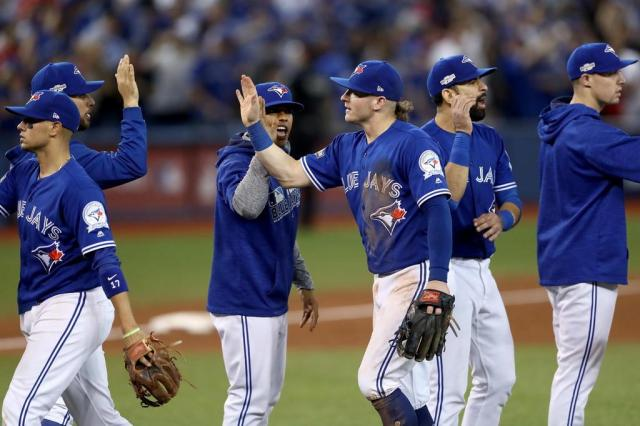Blue Jays respira, e Dodgers abre vantagem nos playoffs da MLB  Elsa/Getty Images / AFP