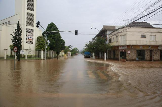 Mesmo com a diminuição das chuvas, cheia dos rios preocupa Defesa Civil Tadeu Vilani/Agencia RBS