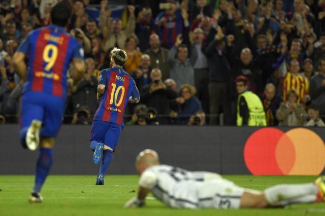 Messi marca três vezes, e Barcelona goleia o Manchester City LLUIS GENE/AFP