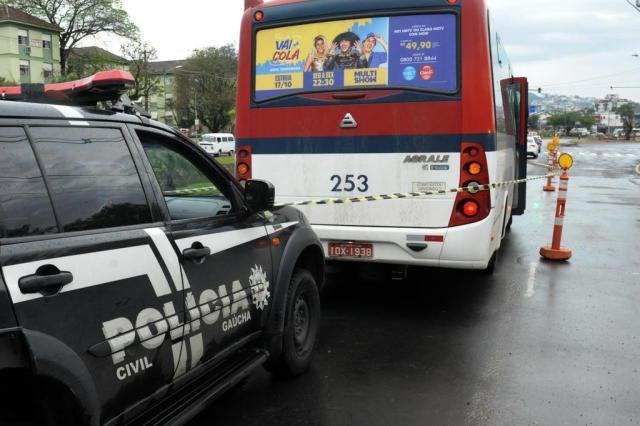Motorista é esfaqueado em assalto a lotação em Porto Alegre Luiz Armando Vaz/Agencia RBS