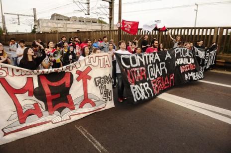 Manifestação contra a PEC do teto causa transtornos em Porto Alegre (Ronaldo Bernardi / Agência RBS/Agência RBS)