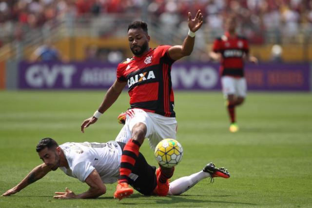 Flamengo confirma que Fernandinho se reapresentará ao Grêmio no dia 12 Gilvan de Souza/Flamengo