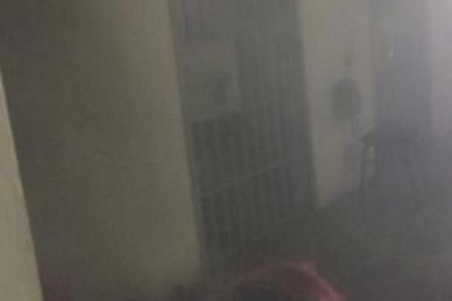 Presos colocam fogo em cela na Delegacia de Plantão de Canoas e ameaçam matar detentos Vitor Rosa/Agência RBS