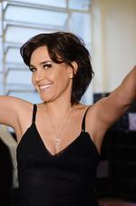 "Adriana Deffenti volta a estúdio com ""Controversa"""