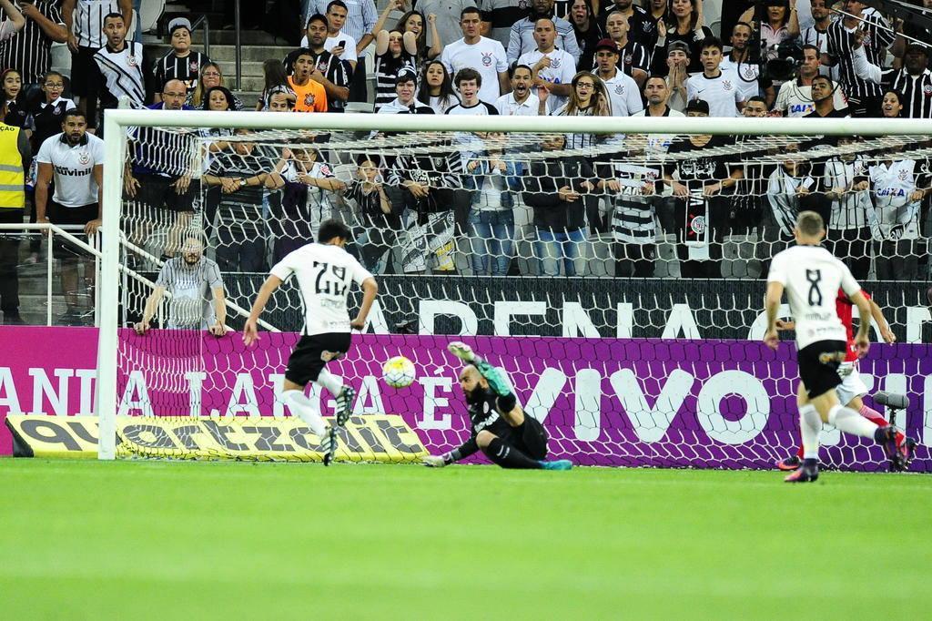 Danilo Fernandes não merece jogar na Série B Carlos Macedo/Agencia RBS