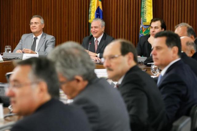 Temer, Renan e Rodrigo Maia durante encontro com governadores em Brasília (Foto: Beto Barata / Presidência da República)