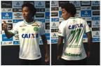 Guilherme Biteco faz gol e chora ao homenagear o irmão Matheus, vítima de acidente da Chape José Alberto Andrade / Agência RBS/Agência RBS