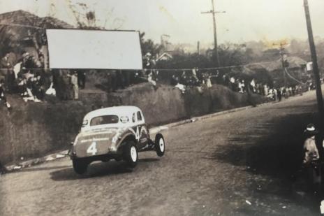 """Livro reconstrói o """"tempo das carreteras"""", quando ruas da Capital e do Interior eram palco de corridas (Reprodução/Reprodução)"""