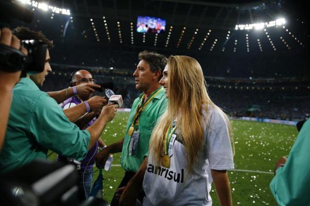 Grêmio tem valor de multa reduzido por Carol Portaluppi no gramado da Arena na final da Copa do Brasil Félix Zucco/Agencia RBS