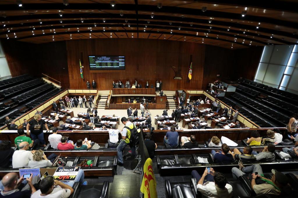 Após 13 horas de sessão, deputados votam apenas 3 projetos de Sartori André Ávila/Agencia RBS