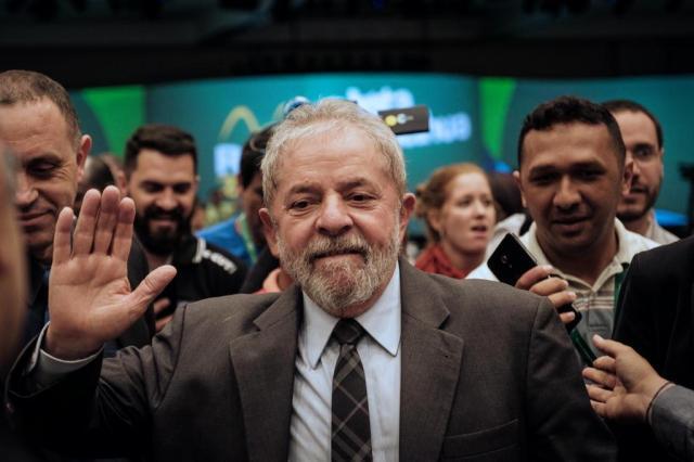 """""""Se preparem, porque, se necessário, eu serei candidato à Presidência"""", diz Lula YASUYOSHI CHIBA/AFP"""