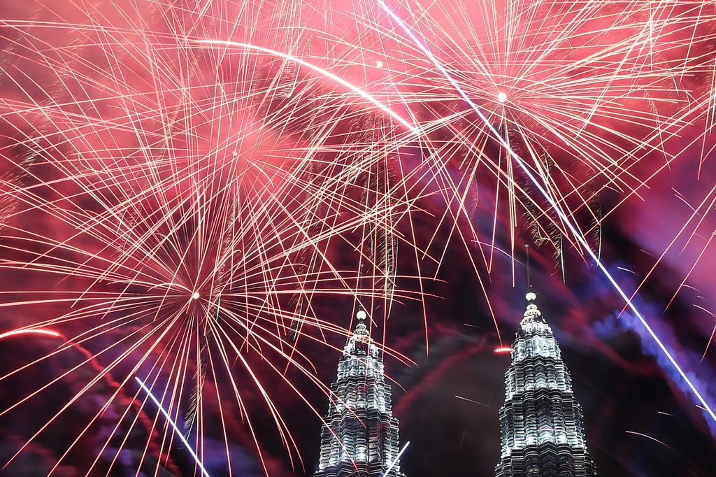 Confira como a chegada de 2017 foi comemorada pelo mundo