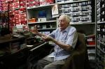 """""""Botinha da Zona"""", a loja com 97 anos que tem um kichute exposto no balcão"""