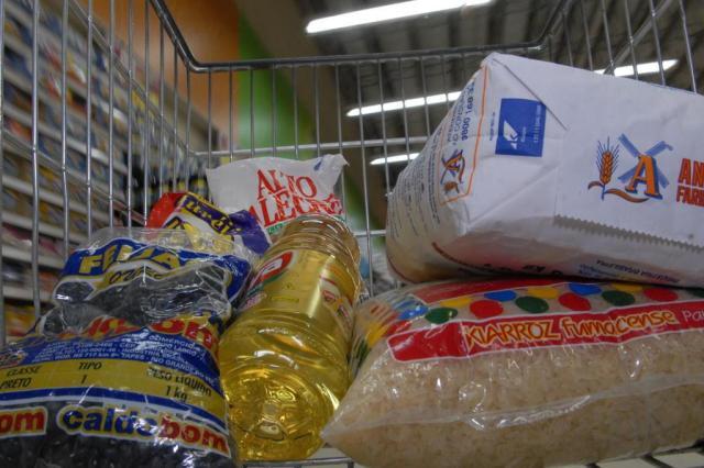 Entenda por que a cesta de Porto Alegre é a mais cara do país Rogerio da Silva/Agencia RBS