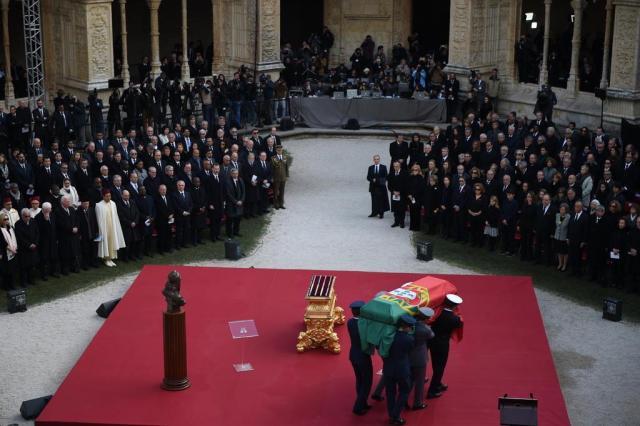Condolências por morte de Soares reforçam elo entre Brasil e Portugal, diz Temer PATRICIA DE MELO MOREIRA/AFP