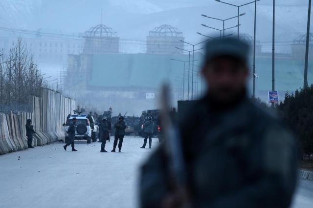 Dupla explosão deixa ao menos 30 mortos e 80 feridos no Afeganistão WAKIL KOHSAR/AFP
