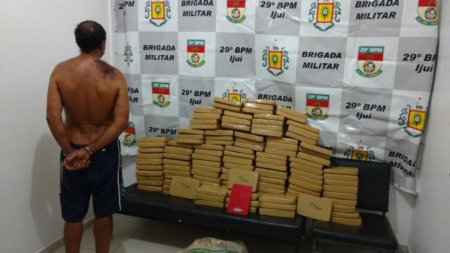 Homem é preso com mais de 160 quilos de maconha em Ijuí Brigada Militar/ Divulgação/
