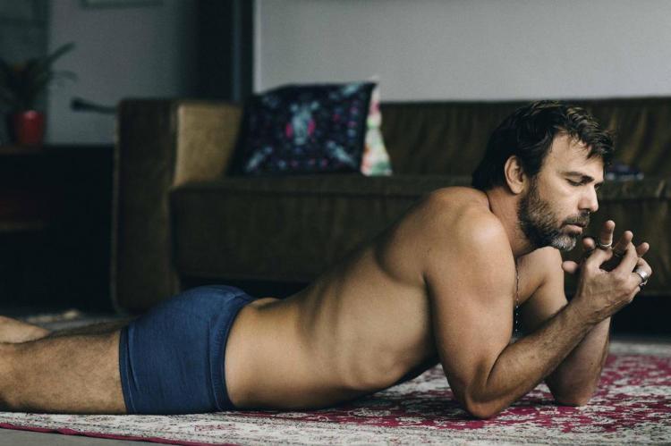 """Marcelo Faria: """"Andei pelado pelo set o tempo todo"""" Jorge Bispo,Revista Tpm/Divulgação"""