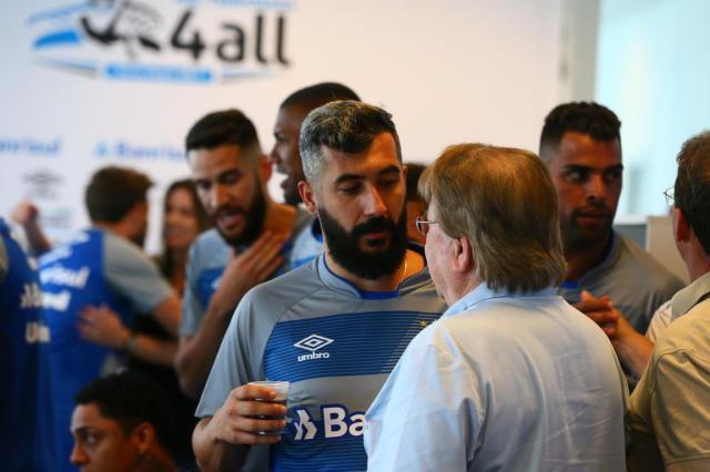 Grêmio anuncia renovação com Douglas até o final de 2018 Lauro Alves/Agencia RBS