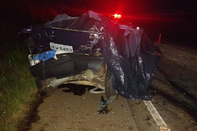 Colisão frontal mata dois motoristas na ERS-153, em Ernestina Divulgação / Comando Rodoviário da Brigada Militar de Passo Fundo/Comando Rodoviário da Brigada Militar de Passo Fundo