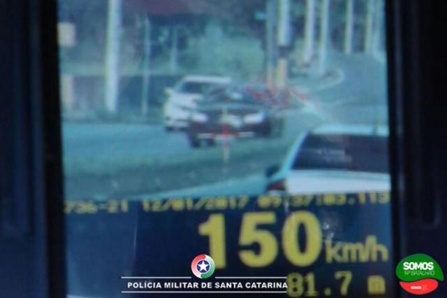 Radar da Polícia Militar flagra carro a 150 km/h em Jaraguá do Sul Polícia Militar/Divulgação