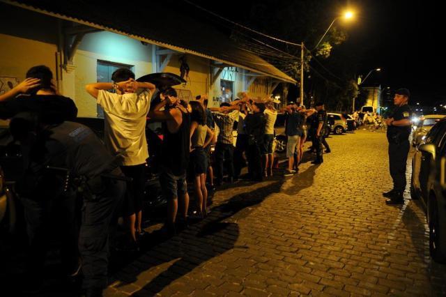 Polícia ocupa reduto boêmio de Caxias e fala em tolerância zero Marcelo Casagrande/Agencia RBS