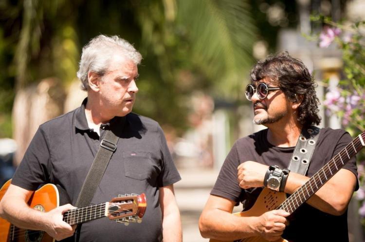 Chico Saratt e Mário Barbará juntos no palco Eduardo Rocha/Divulgação