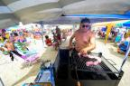 Os gaúchos que não abrem mão do churrasco até na beira da praia Anderson Fetter/Agencia RBS