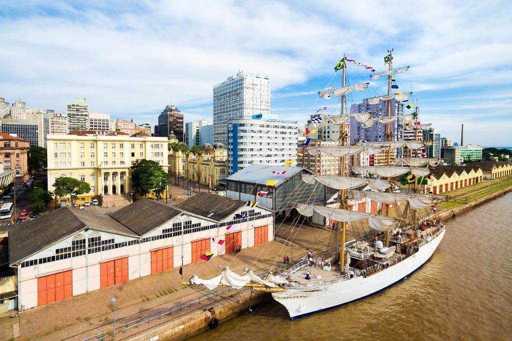 Cisne Branco da Marinha do Brasil atraca em Porto Alegre e terá dois dias abertos à visitação do público