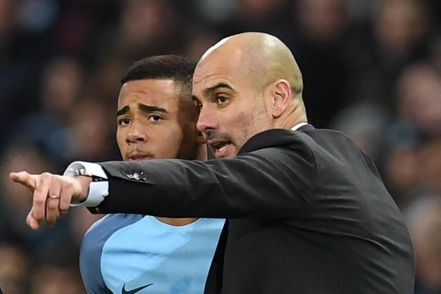 Guardiola relaciona Gabriel Jesus para jogo contra o Arsenal, mas não garante que ele entrará em campo Paul ELLIS/AFP