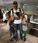 Sem Fernanda Lima, Rodrigo Hilbert embarca com filhos no aeroporto de Porto Alegre Júlia Alves/Agência RBS