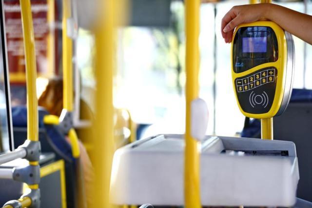 Empresas de ônibus adiam pagamento de reajuste salarial dos rodoviários em Porto Alegre Félix Zucco/Agencia RBS