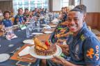 Robinho comemora aniversário com colegas da Seleção Brasileira CBF/Divulgação/