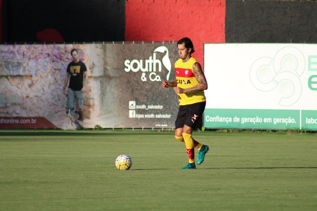 CBF contrata advogado do Barcelona para caso Victor Ramos, diz site Divulgação/Vitória