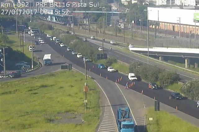 Obras na BR-116 deixam trânsito lento na saída de Porto Alegre Divulgação/PRF