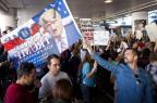 Protestos em aeroportos e discordância entre republicanos aumentam pressão sobre Trump KONRAD FIEDLER/AFP