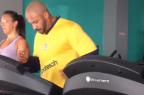 """VÍDEO: atacante do Pelotas """"esquece"""" calor e treina de moletom Reprodução / Twitter/Twitter"""