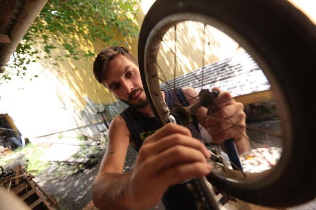 Desempregado conserta bicicletas para doá-las a crianças carentes André Ávila/Agencia RBS