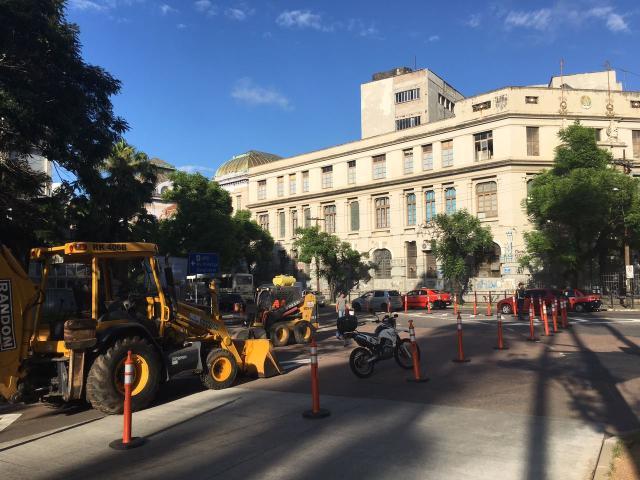 Operação tapa-buracos vai reparar 36 vias em Porto Alegre Felipe Daroit/Rádio Gaúcha