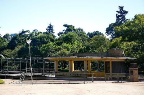 Fechado e alvo de vandalismo, Café do Lago definha na Redenção (Camila Domingues/Especial)