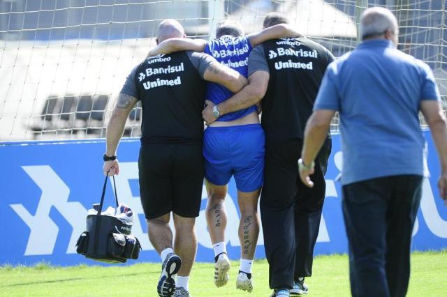 Douglas rompe ligamento do joelho e desfalcará Grêmio por seis meses Ronaldo Bernardi/Agencia RBS