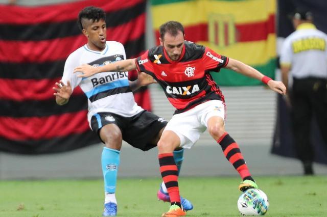 Sem Diego, Flamengo pode adotar sistema com três volantes FRANCISCO STUCKERT/RAW IMAGE/ESTADÃO CONTEÚDO
