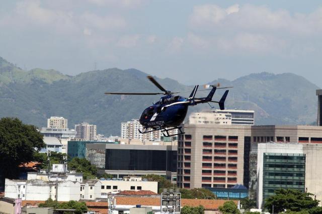 PM do Rio usa helicóptero para driblar bloqueio em batalhões MARCOS ARCOVERDE/ESTADÃO CONTEÚDO